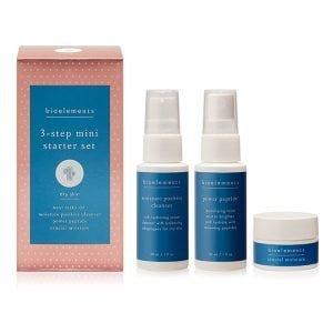 Bioelements sin 3-Step Mini Starter Set Dry Skin er sammensatt for å gi tørr hud essensiell fuktighet. Tørr hud føles dehydrert da den mangler en sunn og naturlig balanse av vann og olje. Bioelements sine produkter for tørr hud er spesiellt utviklet for å takle dette problemet og gir huden mulighet til å få tilbake sin ideelle fuktighetsballanse. Dette 3-trinns settet inkluderer rens, hudvann og fuktighetskrem i reisestørrelser for de med tørr hud.