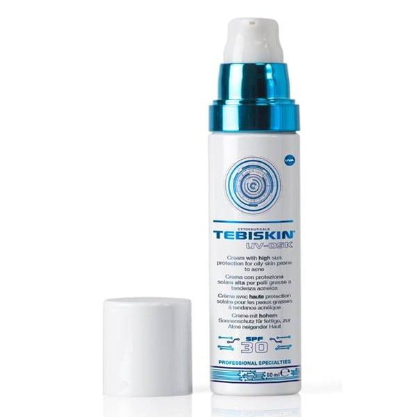 Tebiskin UV-Osk Cream SPF 30 er en krem for fet / akneutsatt hud. Denne kremen reduserer oljeproduksjonen i huden for å forhindre kviser. Denne kremen reduserer også produksjonen av kviserbakterier, mykgjør huden og beskytter huden mot de skadelige effektene av solen gjennom en SPF 30 og UVA-PF 15.